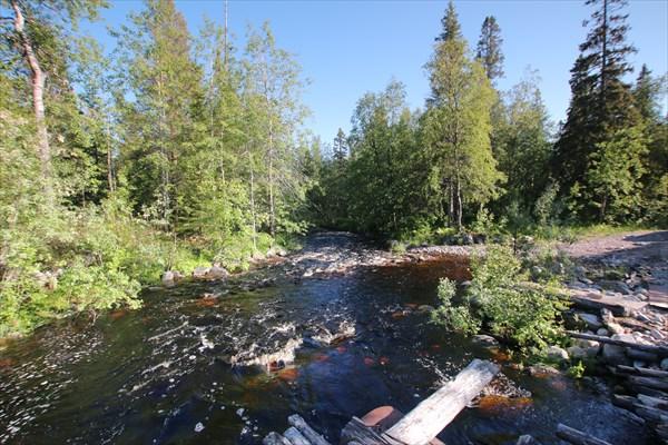 Мост.. но местные рекомендуют объезжать его вброд