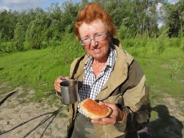 Чашечка походного кофе с тостиком