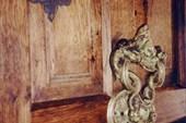 Дверь в замке Дракулы