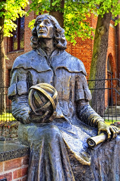 Ольштын. Памятник Николаю Копернику.