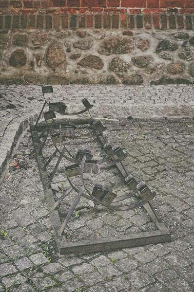 Психоделическая велопарковка перед костёлом св. Петра и Павла.