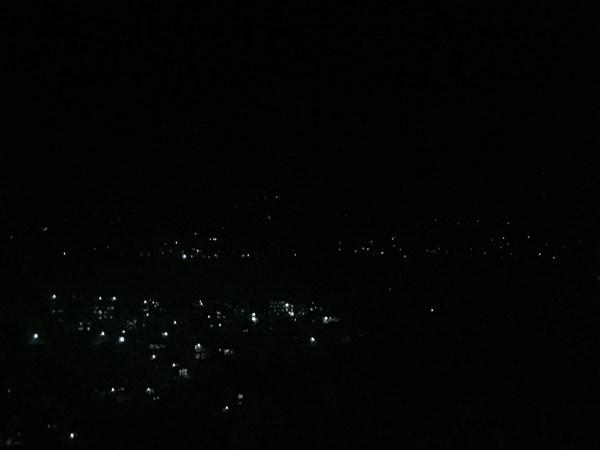 Когда потемнело, звезды зажглись не на небе, а на горах вокруг.