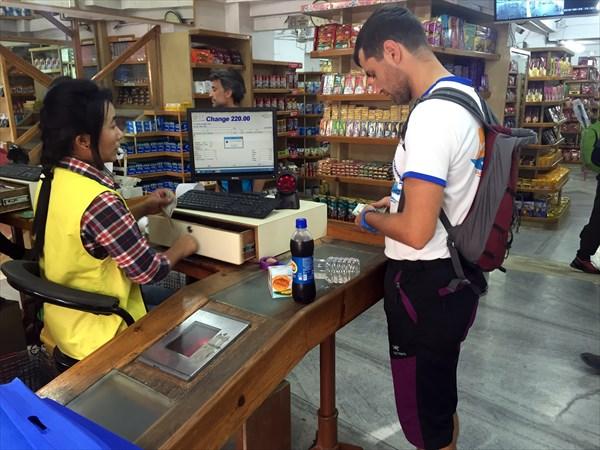 Супермаркет в Катманду исключительно для туристов