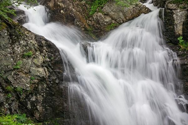 На Туралыгском водопаде