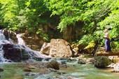 Аюкский водопад и человек