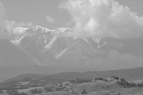Вид на Северо-Чуйский хребет