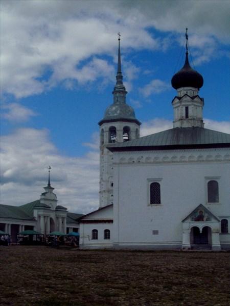 Торговые ряды и Воскресная церковь