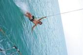 Удовольствия: сочетание банджи-джампинга с водной акробатикой