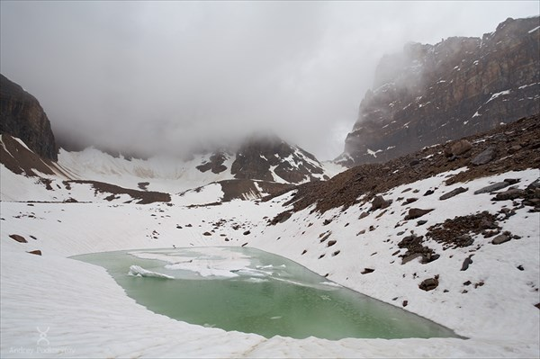 Озеро с видом на перевал Opabin pass