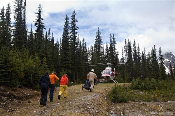 Эвакуация туристов на вертолёте во время наводнения