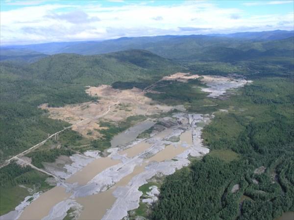 Вот так вот по долинам рек моют золото....