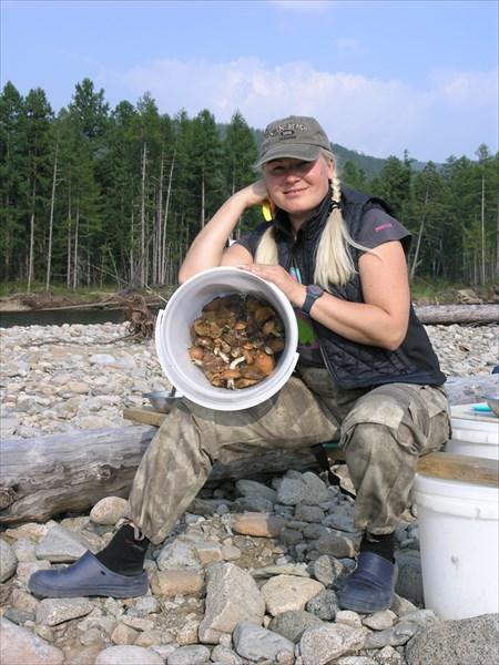 """У Ольги в """"лукошке"""" грибов видимо не видимо."""