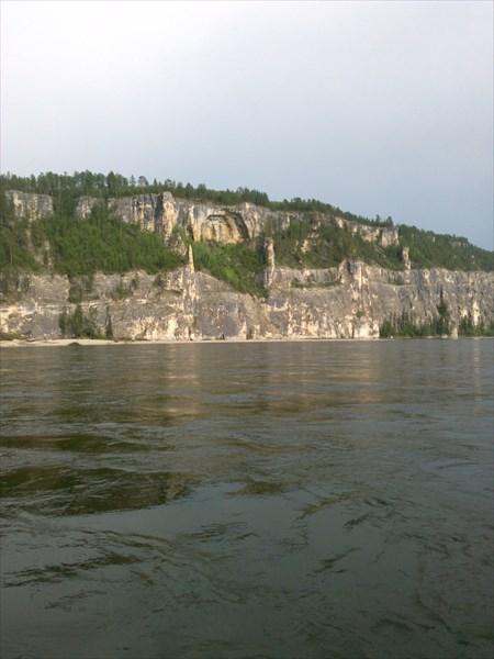Мне нравится этот скалистый берег.