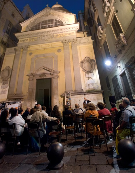 концерт на площади SS Cosimo e Damiano