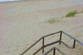 Песок наступает.