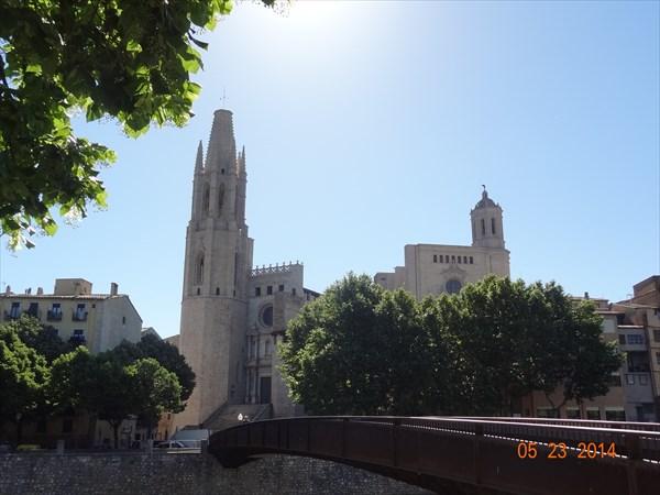 Кафедральный собор, пока издалека