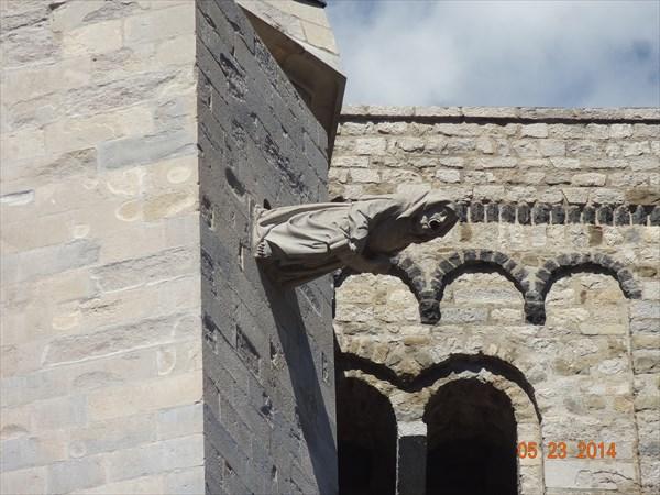 Т.н. гаргулья-ведьма собора. Вот такая водосточная труба.