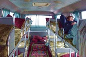 Уютный интерьер автобуса 1-го класса...