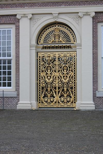 Оригинальные золотые ворота