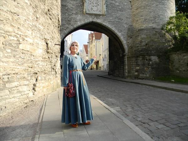 Экскурсовод в историческом костюме
