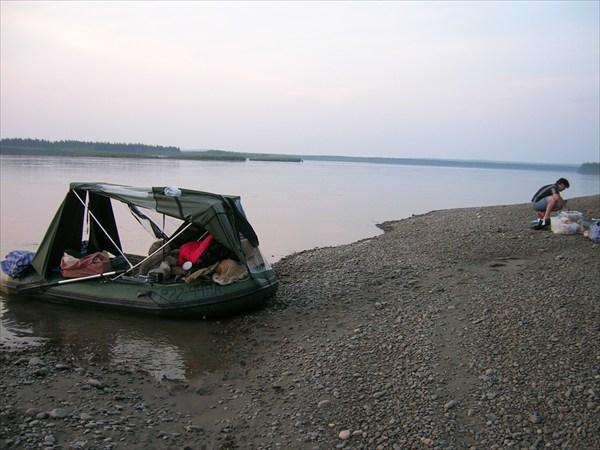 на фото: Остановка для титрования проб речной воды