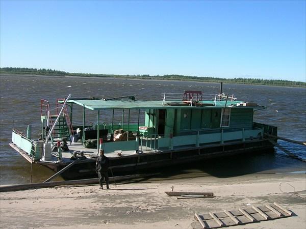 Дебаркадер на Лене ниже устья Алдана