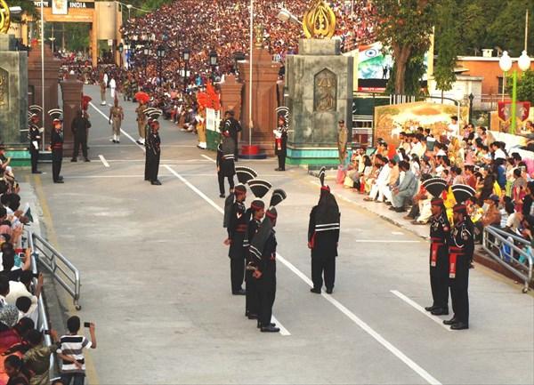 Подготовка к церемонии спуска флагов