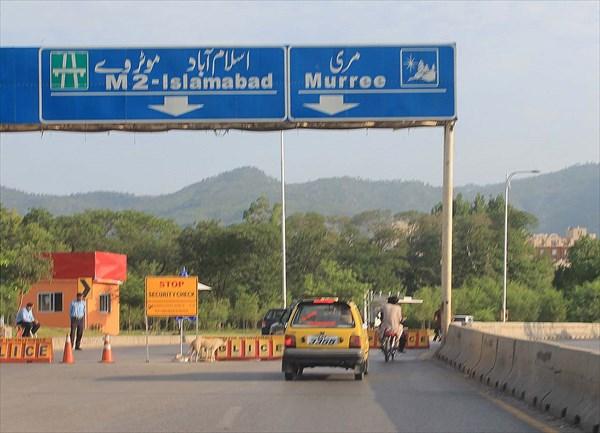 Полицейский пост на выезде из Исламабада