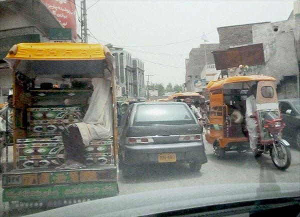 Движение на улицах пакистанских городов