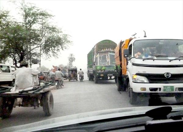 Движение на пакистанских дорогах