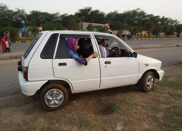 Автомобильчики 'Мехран' местного производства на базе 'Сузуки'.