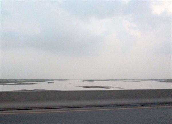 По мосту через Инд