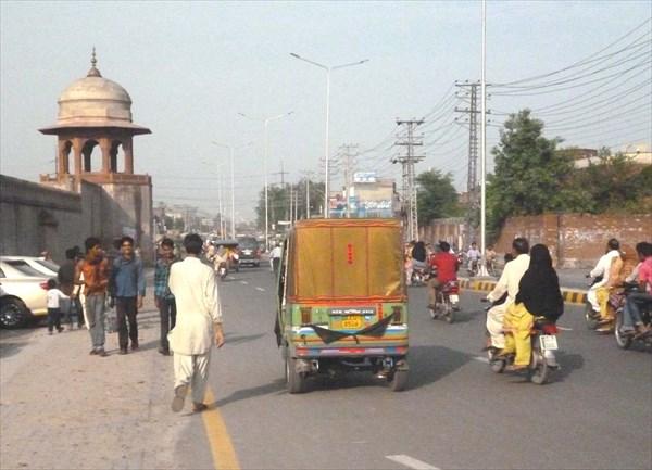 На улицах Лахора