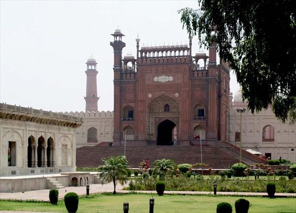 Входные ворота мечети Бадшахи