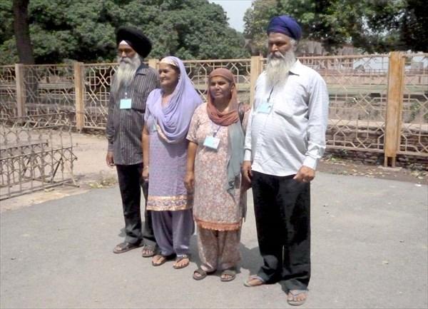 Сикхи из соседней Индии