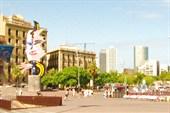Уличная скульптурная композиция `Лик Барселоны`