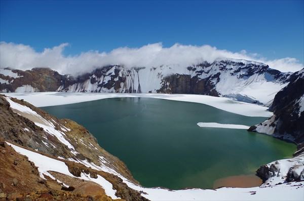 Озеро на вулкане Катмай