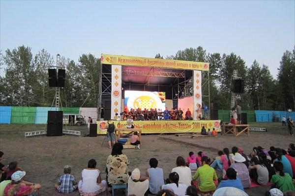 Концертная программа на стадионе