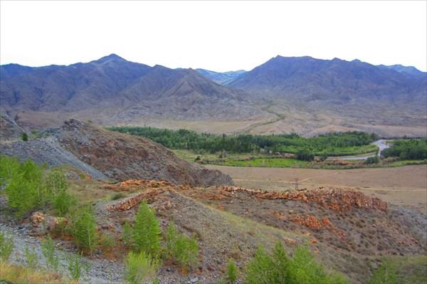 Вид с перевала на долину реки Ак-Суг.