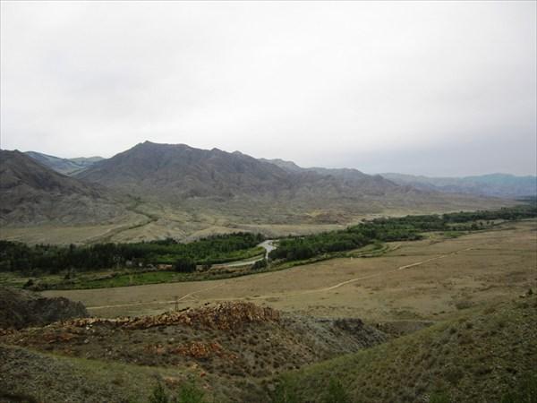 Вид на долину реки Алаш.