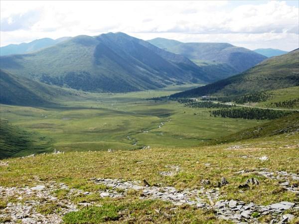 Вид с перевала в долину речки Он.
