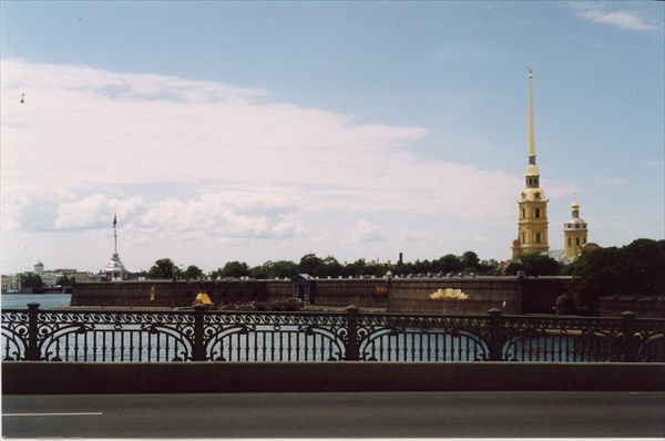 Вид на Петропавловский собор c Троицкого моста
