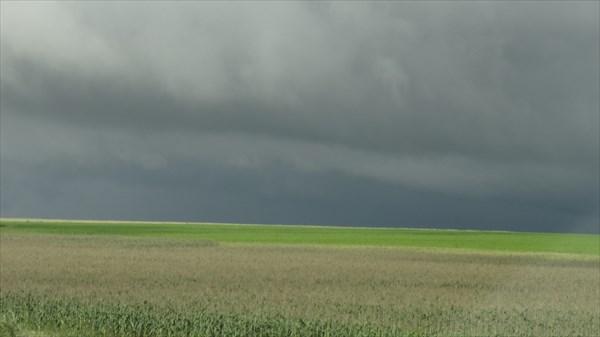 Зреет буря