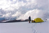 Наша палатка на отроге между Куркуреком и г. 3868 м