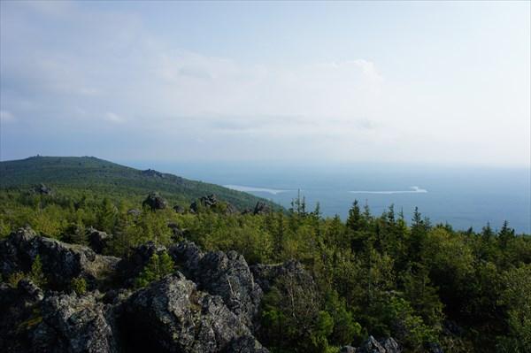 Вид с вершины на юг.