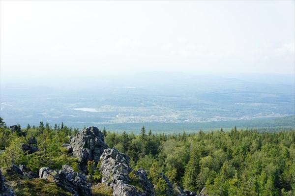 Вид с вершины на северо-запад.