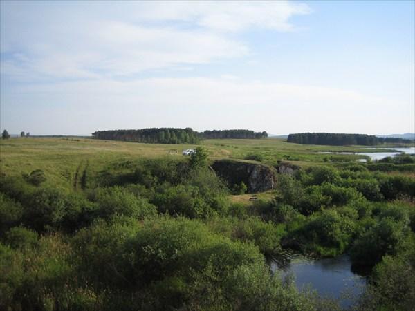 Вид на плотинку издалека