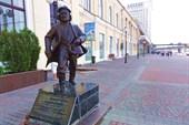 Памятник отцу Федору на 1 перроне в Харькове