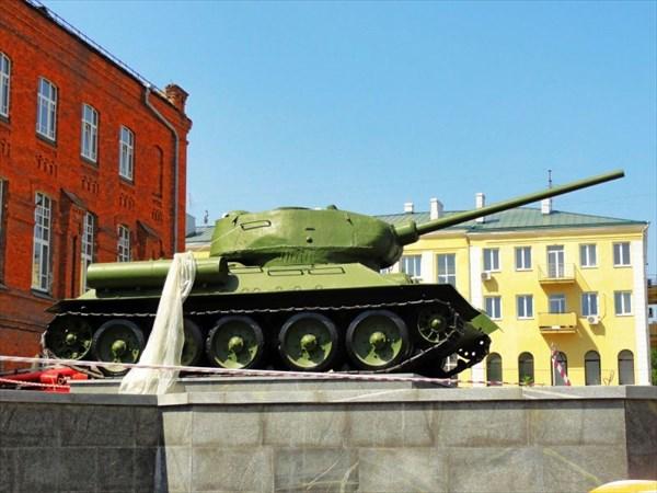Танк возле Исторического музея