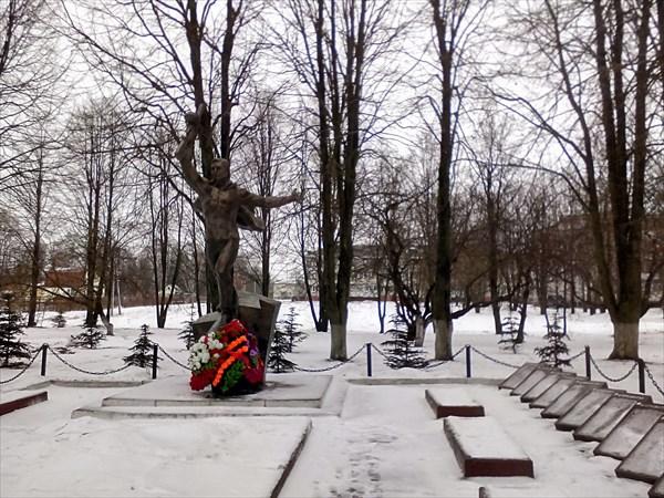 Ярополец, памятник Кремлевским курсантам
